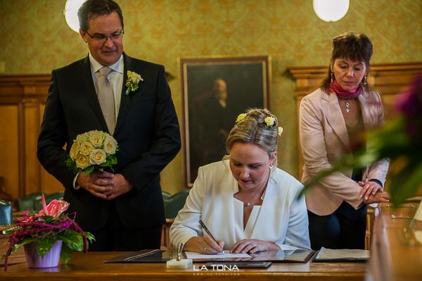 Braut unterschreibt das ja wort